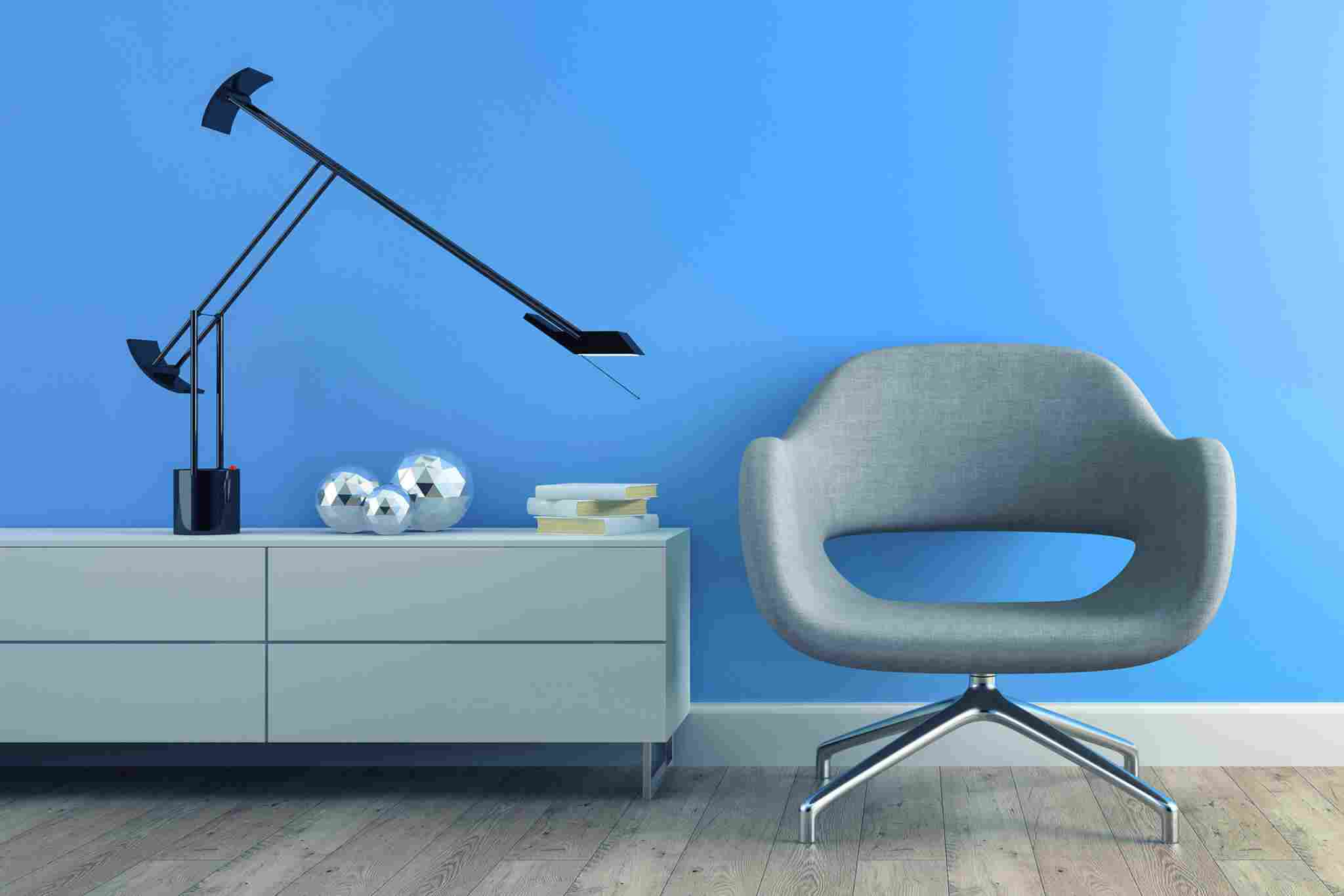 https://hautmadeiras.com.br/site/wp-content/uploads/2017/05/image-chair-blue-wall.jpg